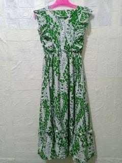 Dress fashion wanita dengan model ala ala Korea dan motif bunga bunga 03