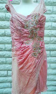 Gaun pesta dress