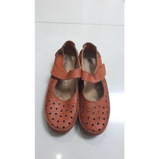 Sepatu Triset wanita
