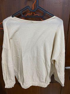 uniqlo blouse broken white