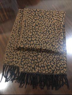 全新品:豹紋流蘇秋冬圍巾披肩,已拆標,自測尺寸:180*70cm,少許誤差,介意勿拍