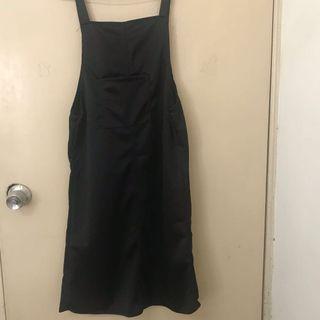 超可愛的黑色吊帶及膝短裙