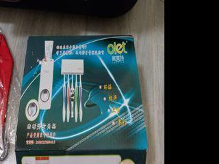 Tooth paste dispenser