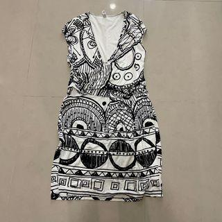 Desigual black and white print dress 黑白印花無袖V領洋裝