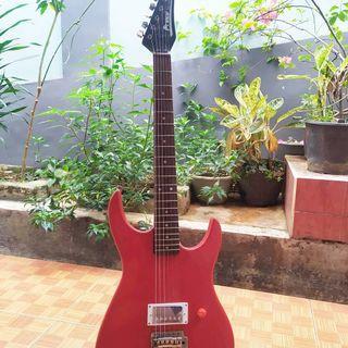 Gitar Prince merah