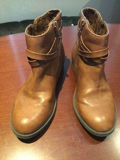 Jessica Simpson Girl Boots Size:13