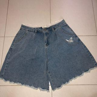 (new) plus size butterfly embroidery high waist denim shorts