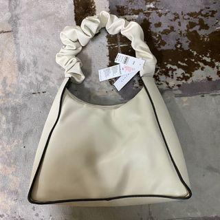 全新現貨✨Topshop米白色黑色滾邊皮革捲捲手提包肩背包
