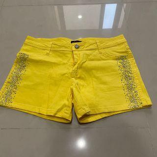 Yellow shorts 亮黃色鑽鑽短褲