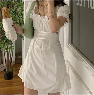 白色泡泡袖洋裝