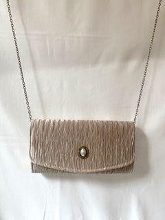 宮廷風緞面皺摺側背手拿兩用包