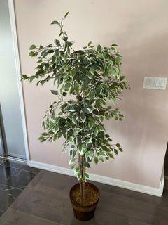 Artificial decorative tree for home