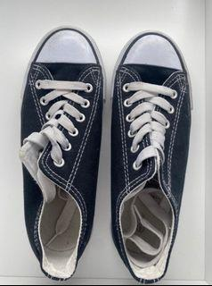 Black And White Shoes Size-6.6