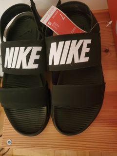 BNIB) Wmns Size 7 Nike Tanjun Sandles