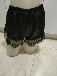 蕾絲絲質短褲小碼尺寸M L可穿