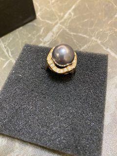 Ring金色鑲石同一粒灰色大珠