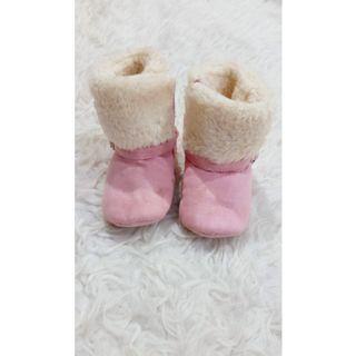 Sepatu boots bulu pink preewalker bayi 6 bulan - 1 tahun
