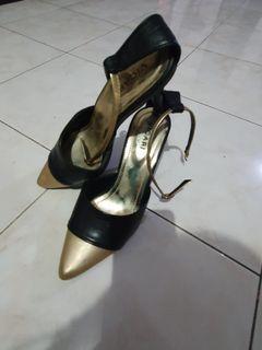 Sepatu high heel hitam emas/ black gold