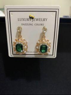 羅馬假期📰珍珠綠寶石耳環