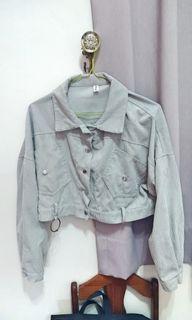 灰色短款長袖外套