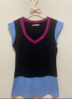 短袖上衣 純棉 V領 短袖 T恤 彈性 短T 休閒上衣女版-黑色天藍色深桃紅色拼接