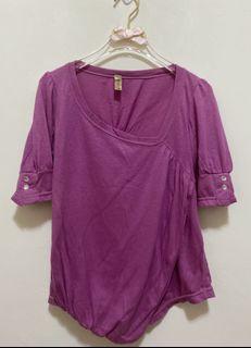 韓版韓製短袖上衣 斜V領 不規則下襬 金蔥 短袖T恤 彈性 素色休閒上衣女版-粉紫色 沒穿過