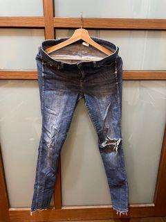 (二手)H&M 低腰牛仔破褲 32腰
