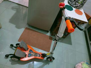 Scooter dual pedal