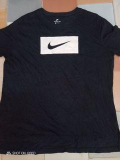 T shirt the nike tee