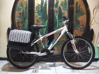 鋁合金24吋捷安特giant shimano 21段變速避震腳踏車適合身高140-155之間前騎乘附燈鎖桃園自取