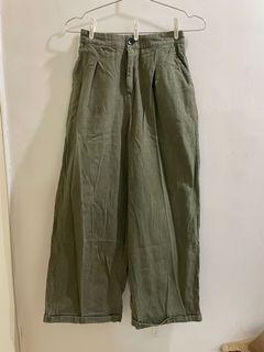 軍綠色寬褲