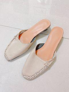 近全新韓版皮革燕麥色拖鞋平底鞋穆勒鞋