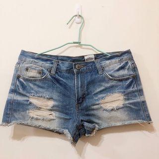 轉賣 韓版 SINMAU 刷破刷色下襬抽鬚牛仔短褲