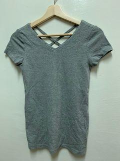 後背交叉 V領短袖上衣 性感T恤 顯胸上衣