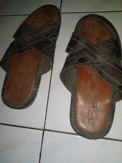Sandal robelli bekas