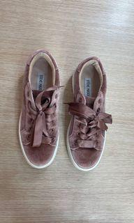Sepatu Steve Maiden