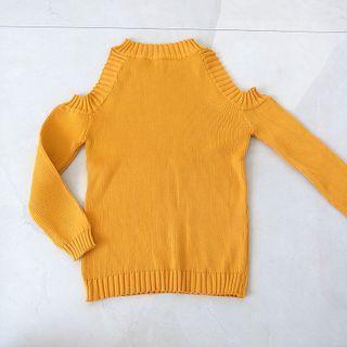 Yellow cutout sleeve