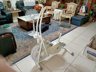 室內運動腳踏車(原價3600)