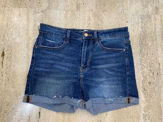 Saleee Celana pendek jeans stadivarius