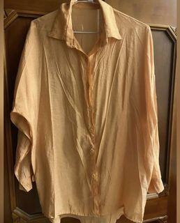 橘色長袖襯衫