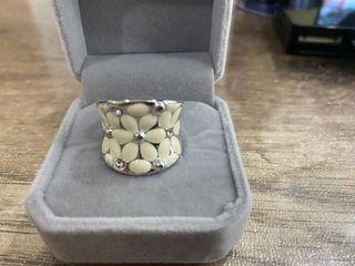Fashion Silver Toned Thick Flowers Ring - Size 7