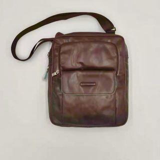 [現貨/ 全新 /展示品特賣 ]義大利進口Piquadro 可延伸空間 咖色側背包