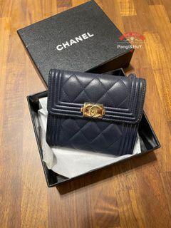 Chanel boy深藍霧金羊皮短夾