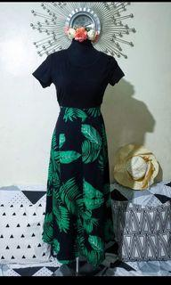 Maxi dress with leaves print