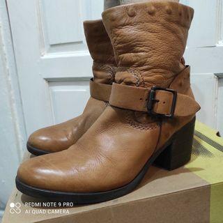 Sepatu Boots wanita Carmens cokelat 36