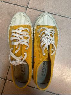 二手黃色餅乾鞋25號