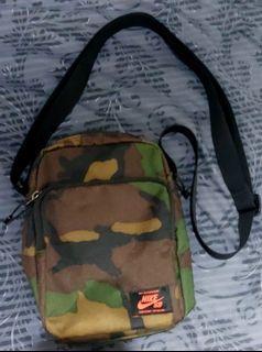 Nike SB camou sling bag
