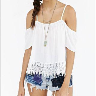 Urban outfitters kimchi blue cold shoulder top size medium
