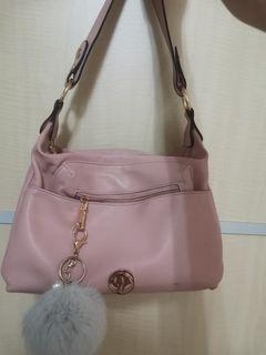 粉色側背包/手提包(附毛球吊飾)
