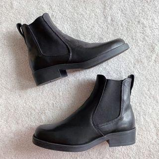 NEW vintage roots black chelsea heeled boots